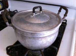 Curry pot / maw gaeng on my stove, full of freshly cooked jasmine rice. Bought this in an Asian market in Los Angeles, more than a decade ago.